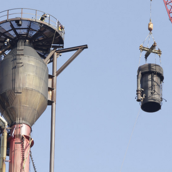 Premonor changed the torch burner to a new one at the Repsol A Coruña Refinery